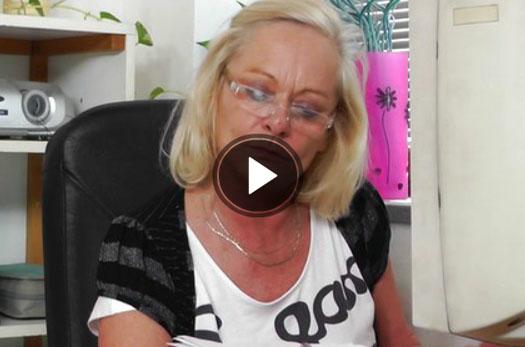 altes weib laesst sich in geilen hartcore pornofilmen die enge fotze ficken